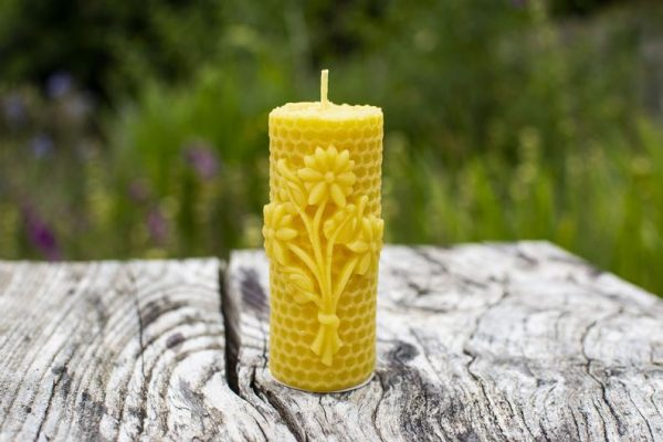 image of beeswax candle honeycomb flower